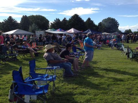 Le public de la fête de la bière de Yellowstone