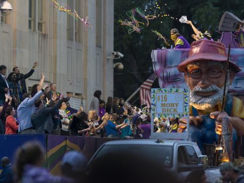 Moby Dick en impose lors du défilé de Mardi gras