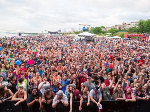 Un public venu assister en masse au Beale Street Music Festival