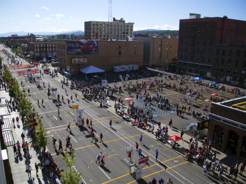 Les nombreux terrains de basket aménagés pour le Spokane Hoopfest