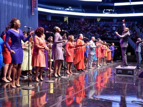 Chorale de gospel donnant de la voix lors du McDonald's Gospelfest