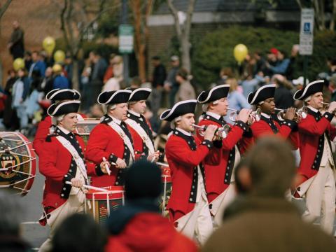Corps de fifres et tambours lors du week-end de commémoration de l'anniversaire de George Washington