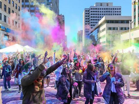 Fête des couleurs en hommage à la culture indienne