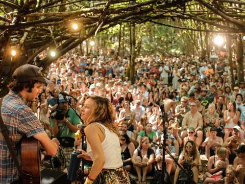 Groupe se produisant au festival Pickathon à Happy Valley, Oregon