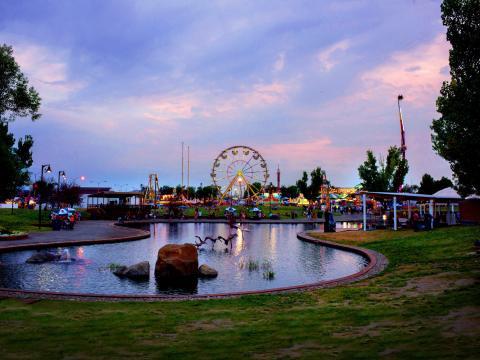 La fête foraine Montana Fair au crépuscule