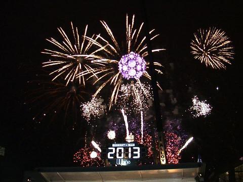 Feu d'artifice lors des festivités Midnight on Main de la Saint-Sylvestre