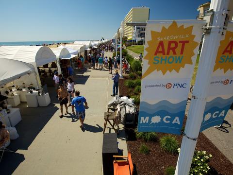 Promenade à l'occasion du Boardwalk Art Show par une belle journée