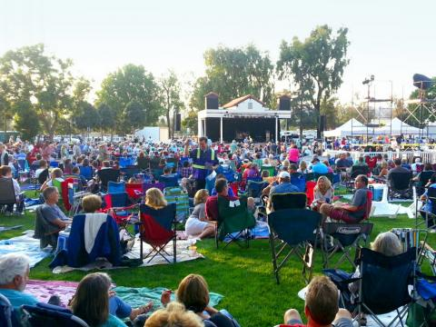 La série Camarillo Arts Council Summer Concerts in the Park est l'occasion pour le public de profiter de concerts en plein air pendant tout l'été