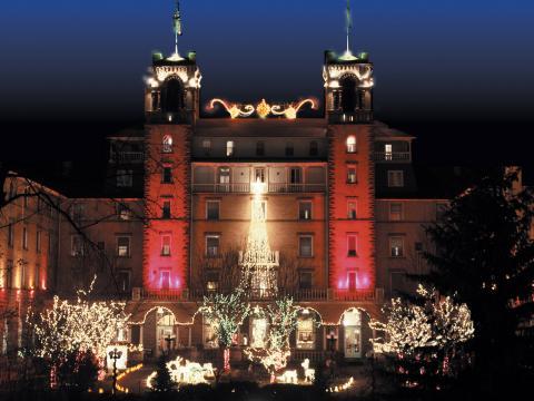 L'Hotel Colorado se pare de son habit de lumière pour les fêtes de fin d'année à Glenwood Springs
