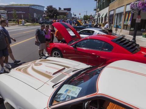 Exposition de voitures anciennes lors de la Woodward Dream Cruise