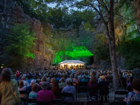Concert dans une grotte à l'occasion de l'événement Three Caves Concert Series à Huntsville, Alabama