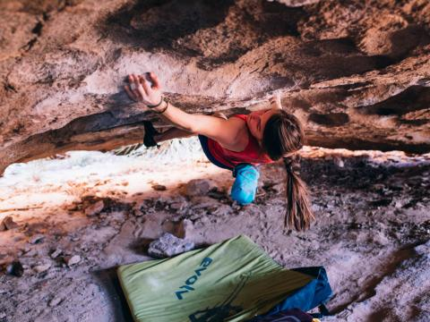 Séance d'escalade lors du Hueco Rock Rodeo à El Paso, Texas